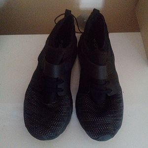Circut Youth size 5 sneakers NEW